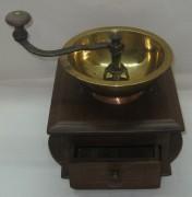 Кофемолка старинная с ящиком, «Кольчугинъ» Россия 19 век №1350